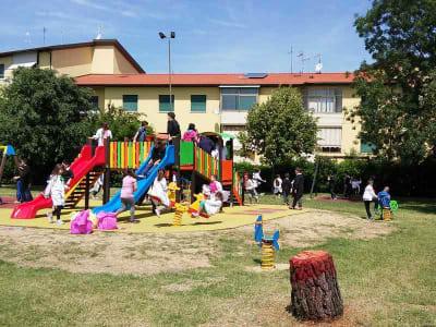 economia circolare - parco pubblico con materiale riciclato