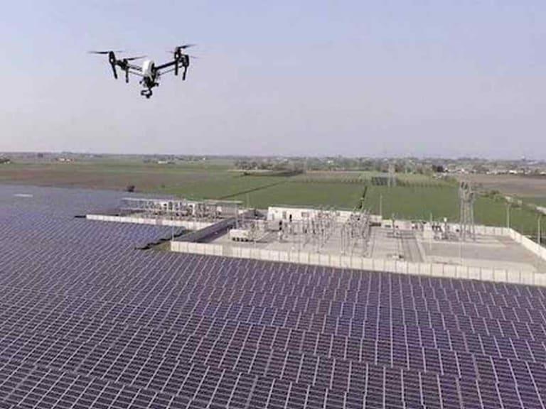 Migliorare l'efficienza degli impianti fotovoltaici con i droni