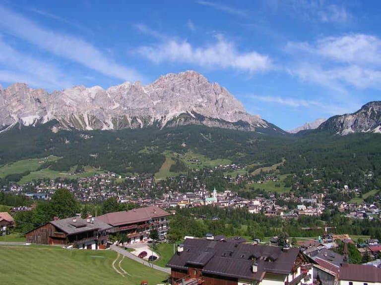 Il ruolo della donna nello sviluppo del turismo sostenibile, tavola rotonda a Cortina