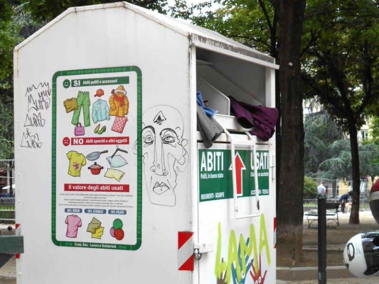 Rifiuti tessili urbani: i cassonetti sono pieni e le aziende in difficoltà