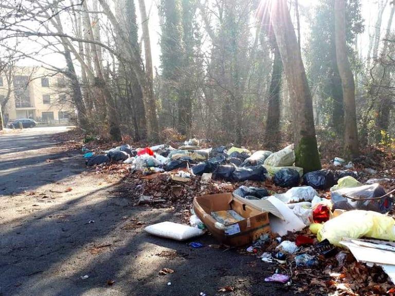 Chi sporca paga: multe a chi abbandona i rifiuti in giro