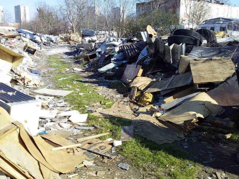 Basta con i rifiuti ingombranti abbandonati per strada