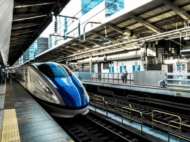 sostenibilità in viaggio - treno vs aereo