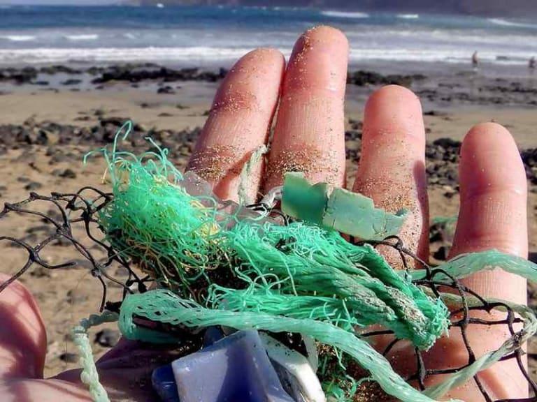 300mila particelle per kmq: la plastica in mare non diminuisce