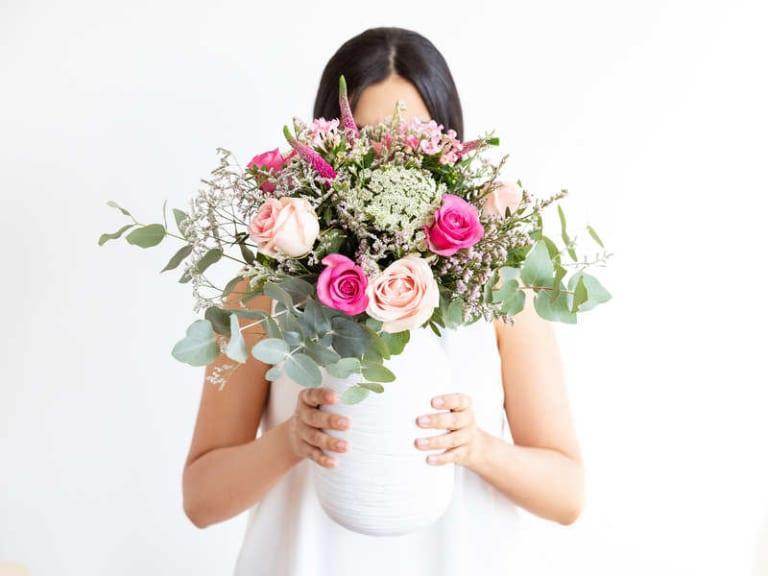 Per sostenere Pink is Good si può comprare un bouquet di fiori online