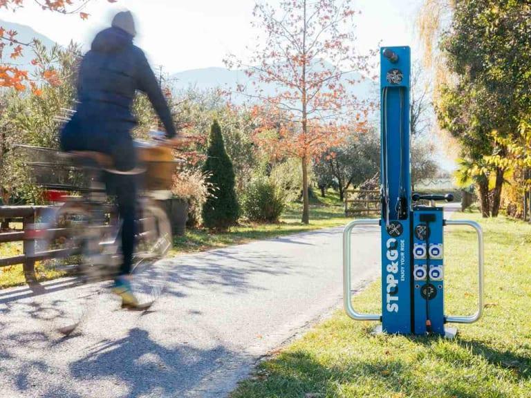 Favorire il turismo su due ruote, elettrico, con le colonnine Bike Facilities