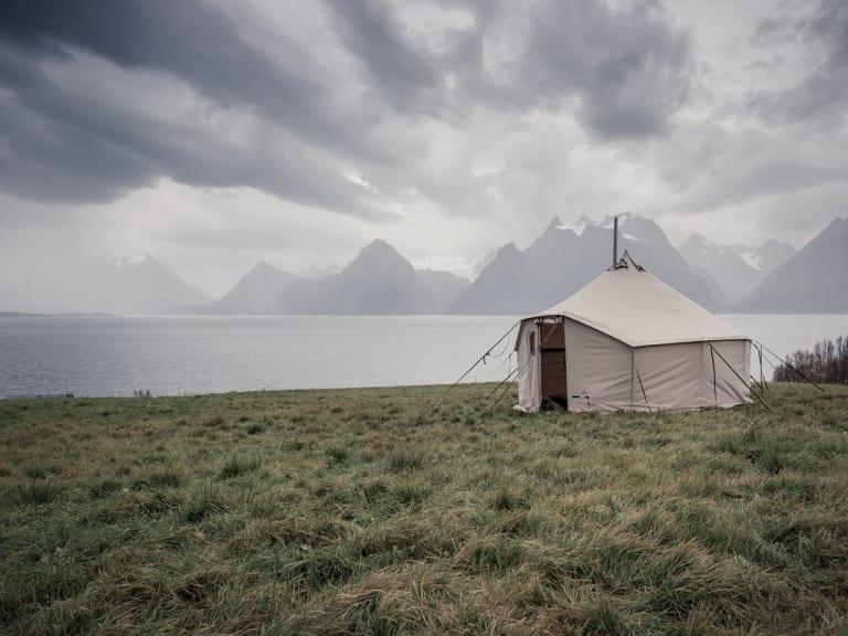 A piedi, in barca o in mongolfiera… purché sia vacanza glamping