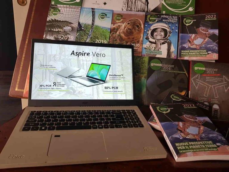 Un notebook green, in plastica riciclata, che strizza l'occhio alla sostenibilità