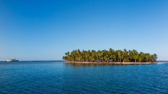 Ferry de San Blas naufragado próximo a ilha