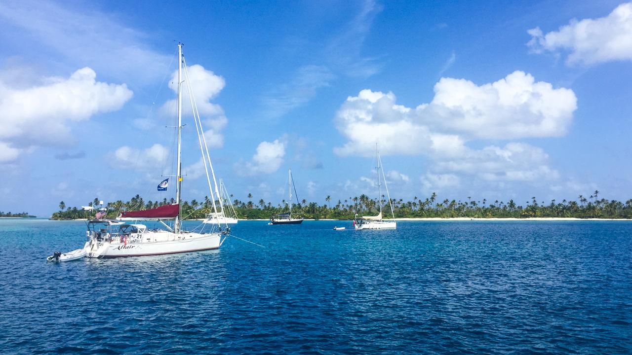 Barcos em frente a ilha em San Blas