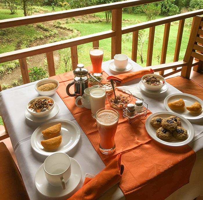 Nossa café da manhã na sacada do quarto