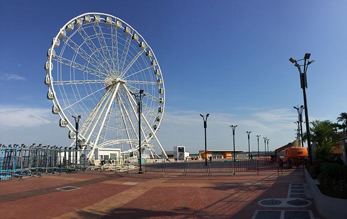 Roda gigante no Malecon 2000
