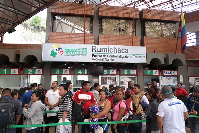 Fila da Imigração Colombiana