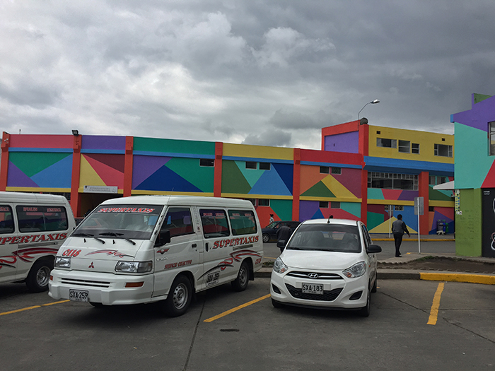 Taxis em frente ao Terminal (Rodoviária) de Ipiales