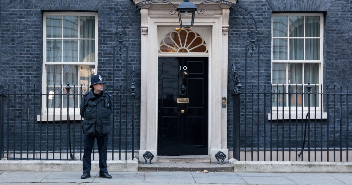 Boris Johnson announces the UK in lockdown