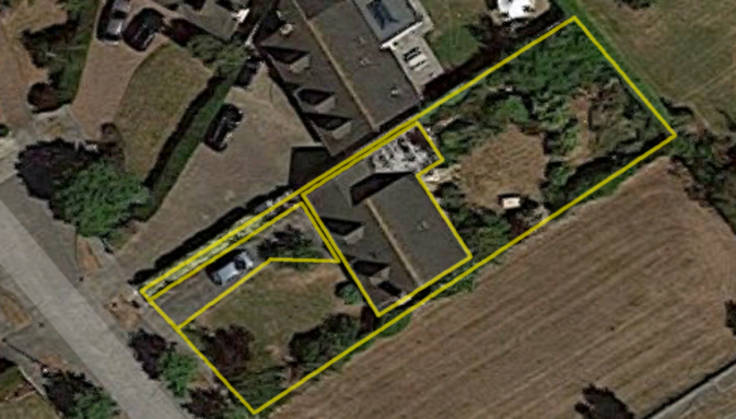 Satellite image with yellow outline drawn around house and garden
