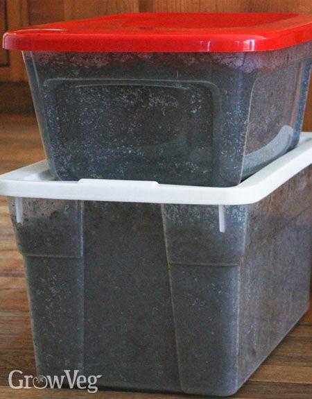 Storing compost over winter in plastic storage bin