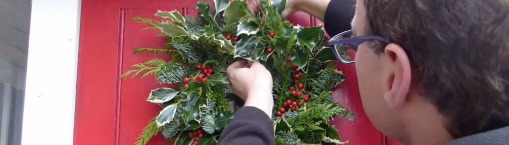 How to Make a Christmas Wreath From Your Garden