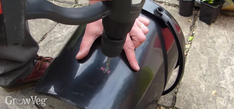 Making the water overflow hole