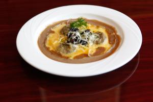 Ravioli de Champignons Sauvages a L'huile de Truffle - delivery menu