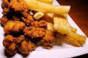 Chicarrones de Pollo con Tostones - delivery menu