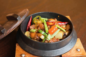 611. LaLaLa Spicy Chicken in Pot with Bone - delivery menu