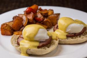 Brunch Eggs Benedict - delivery menu