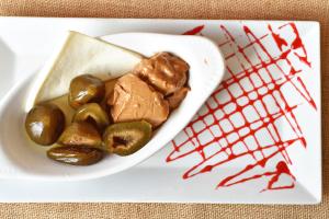 Brevas con Arequipe y Quesito - delivery menu