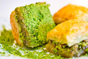 Baklava pistachio (2 pieces) - delivery menu