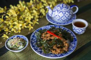 Tod Mun Pla - delivery menu