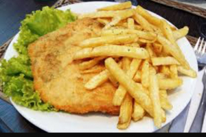 Milanesa de Pollo with fries and salad - delivery menu