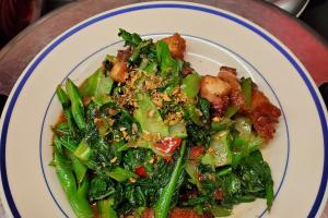 Asian broccoli with crispy pork belly - delivery menu