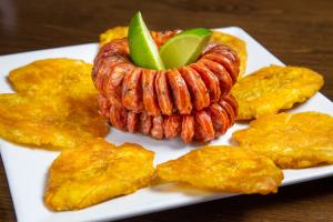 Chorizo Colombiano Con Tostones - delivery menu