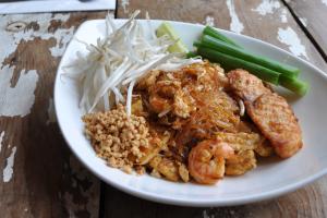 Myrtle Pad Thai - delivery menu