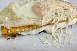 Huevo con Tocino Arepa - delivery menu
