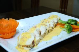 Pechuga Rellena con Jamoe y Queso - delivery menu