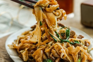Beef Chow Ho Fun Tray - delivery menu