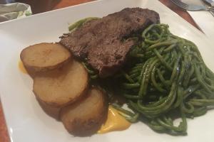 6. Tallarin Verde con Bistek - delivery menu