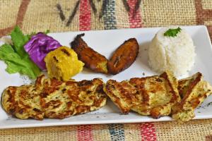 Pechuga de Pollo a la Plancha con 3 acompanantes - delivery menu