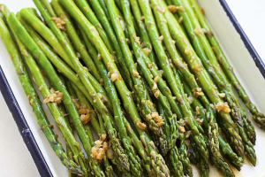 Sauteed Asparagus with fresh garlic - delivery menu