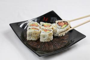 Salmon Avocado Roll - delivery menu