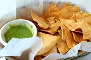 Guacamole con Totopos - delivery menu