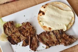 Campesino con una Carne con Arepa y Queso - delivery menu