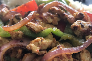 Chicken breast chunks in a light sauce with vegetables - delivery menu