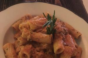 Rigatoni alla Bolognese - delivery menu