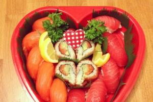 July 4th Nigiri Heart-Shaped Tray - delivery menu
