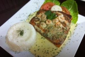 27. Salmao Grelhado com Molho de Camarao - delivery menu