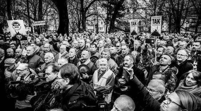 Demonstracja myśliwych przed ministerstwem środowiska