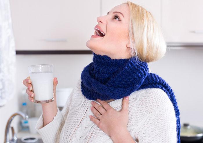 Salt-Water-Gargle_brbczs Gargling Baik Atau Buruk? Family Health Life Tips Kesehatan