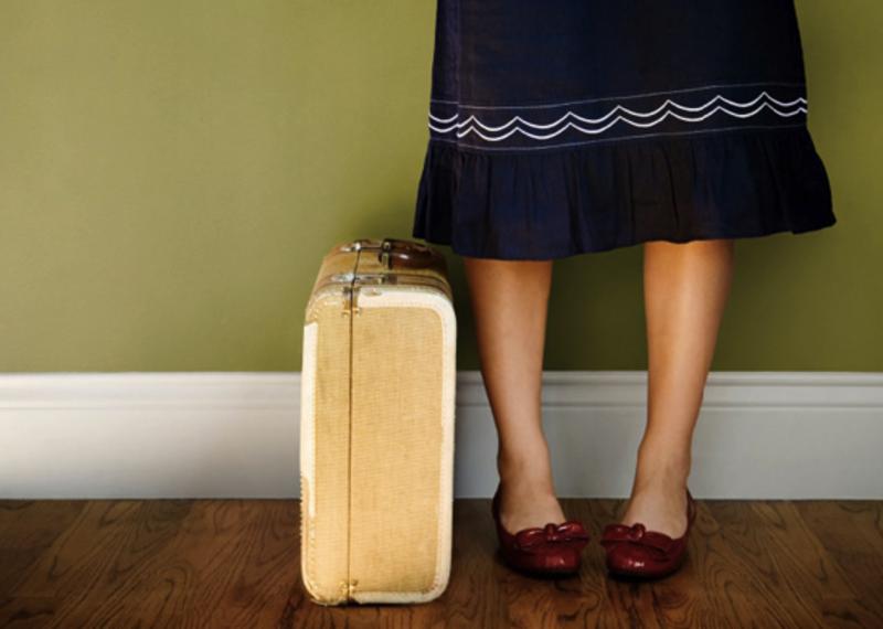 woman%20bag - Nikmatnya Bisa Bepergian dengan Sedikit Bawaan